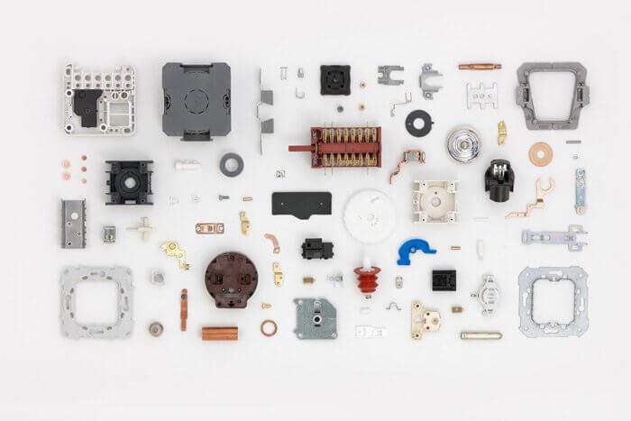 pièces et composants électroniques fabriqués avec des systèmes électriques